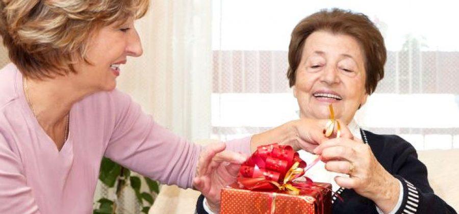 Что подарить пожилому? Подарки, которые можно и нельзя дарить