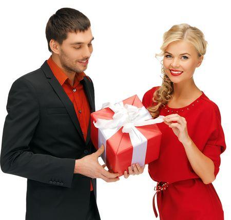 Как вести себя чтобы мужчина хотел дарить подарки 40
