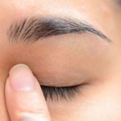 Мусор в глазах: как избавиться, не повредив глаз?