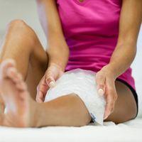 Иногда боль в колене может быть признаком серьезных заболеваний, например, начинающегося артрита