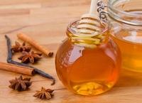 Маска из меда, кефира, корицы и сока лимона омолаживает кожу и улучшает цвет лица