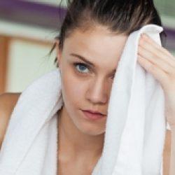 Почему может сильно потеть лицо у женщины?