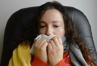Если сопли в горле беспокоят долго, стоит показаться отоларингологу