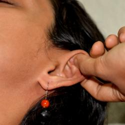 Как делать массаж ушей для профилактики болезней?