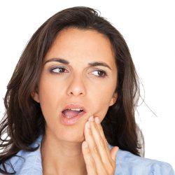 Может ли болеть зуб под коронкой? Что делать?