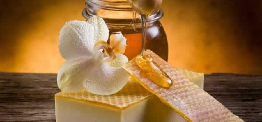 Как правильно делать медовый массаж от морщин дома?