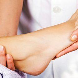 Почему отекают ноги в щиколотках у женщин?