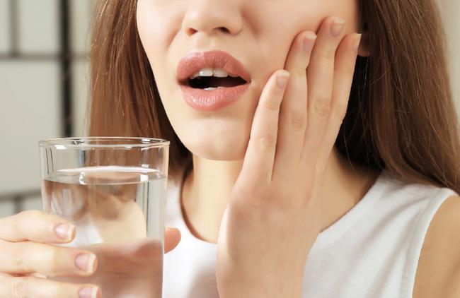 Зуб и боль в анальном отверствии
