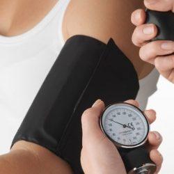 Почему при климксе у женщин скачет давление