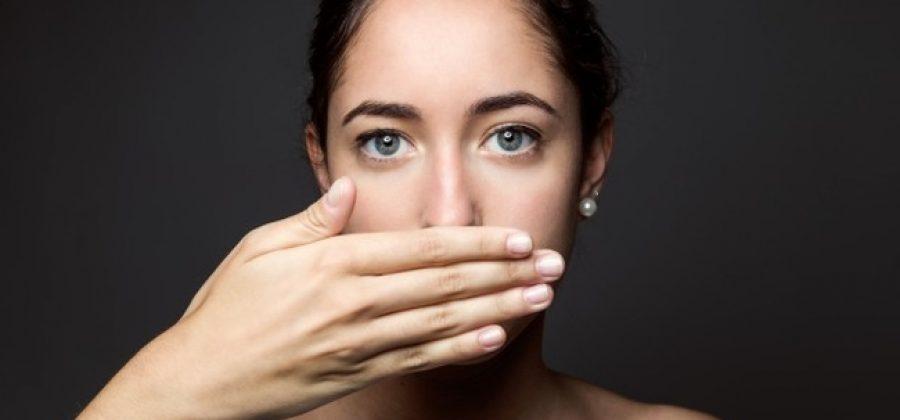 Как избавиться от налета на зубах при курении?