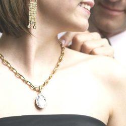 Золотая цепочка — обязательное украшение для женщины