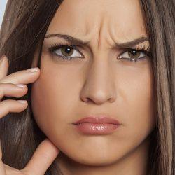 Как избавиться от морщины на переносице дома и у косметолога
