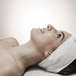 Как делают газожидкостный пилинг для кожи лица?