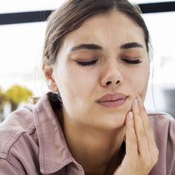 Как можно выдернуть коренной зуб дома самому?