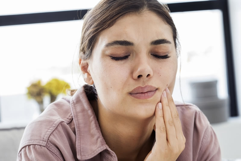 Как вырвать зуб в домашних условиях, рекомендации о том как вырвать молочные и коренные зубы