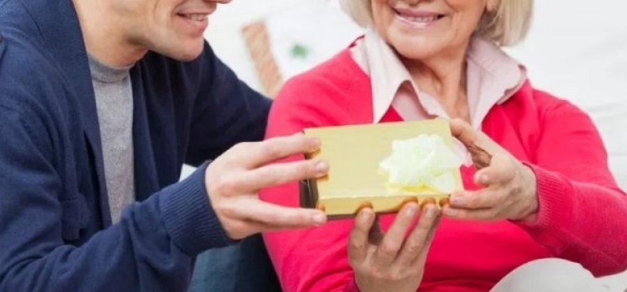 ТОП-30 лучших подарков на 60 лет женщине