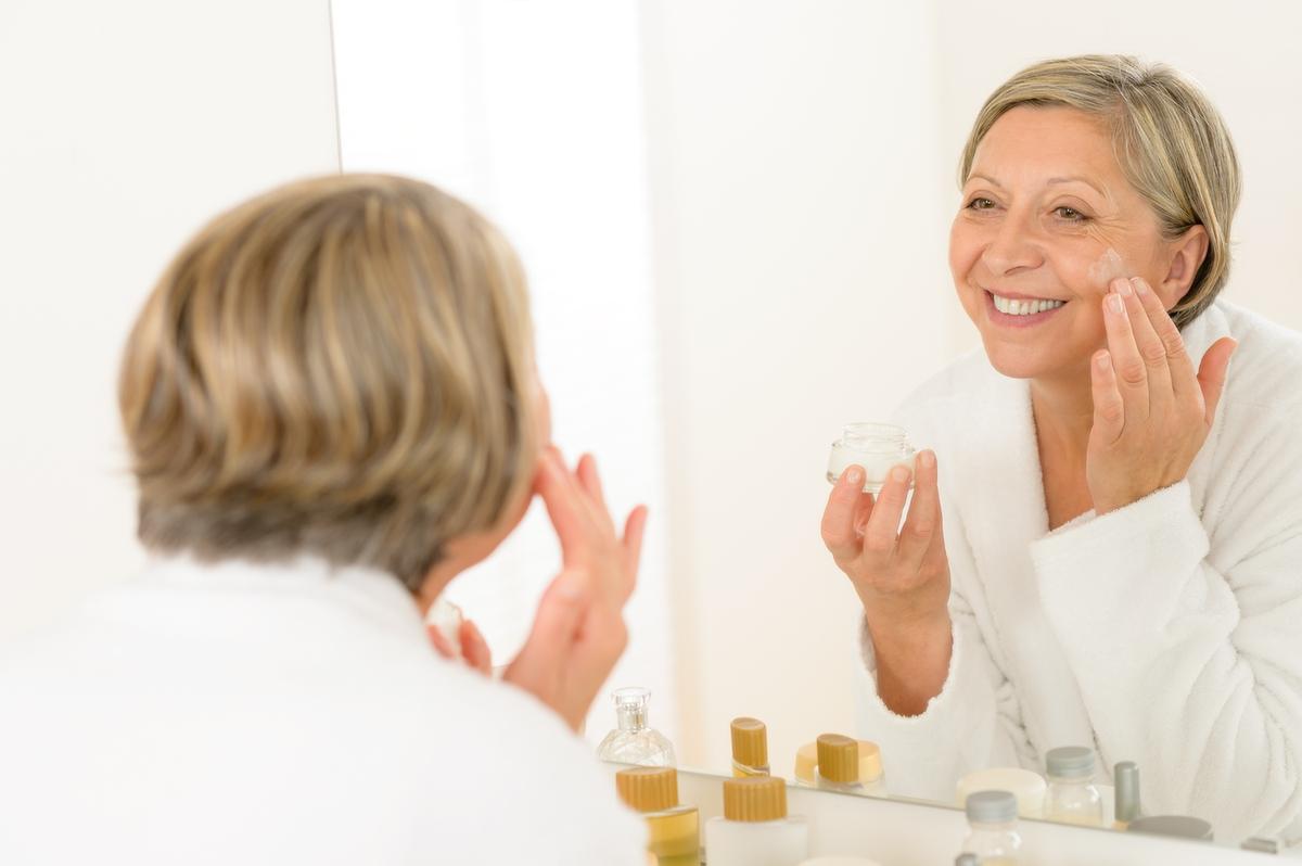 Косметические процедуры для лица после 60 лет