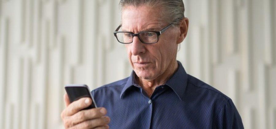 Какой телефон выбрать для пожилого человека?