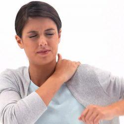 Болит спина между лопатками – о чём это говорит?