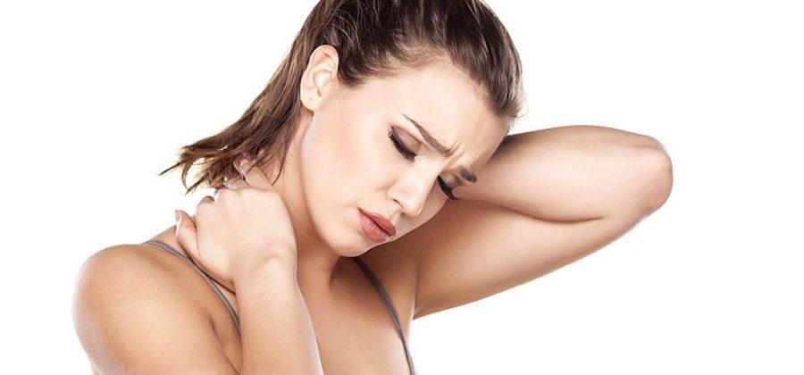Почему может болеть спина между лопатками и что делать: советы врача