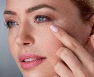 Как подтянуть и укрепить дряблую кожу вокруг глаз?