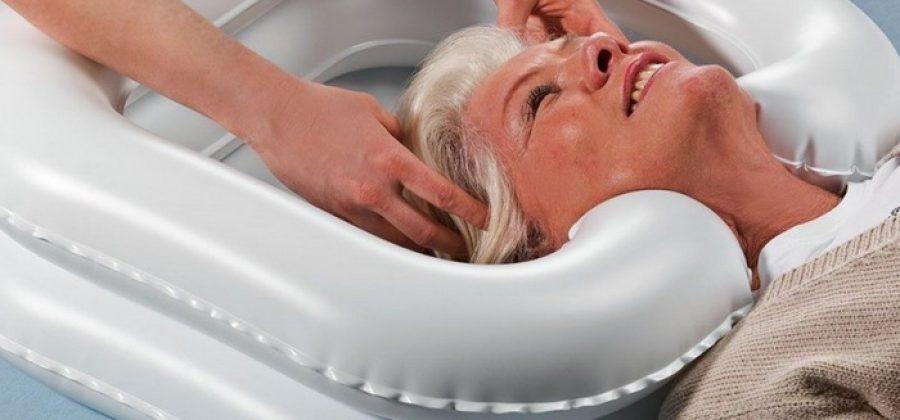 Как помыть лежачего больного дома и в больнице