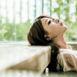Слёзы без причины у женщин после 40 лет – нормально ли это?
