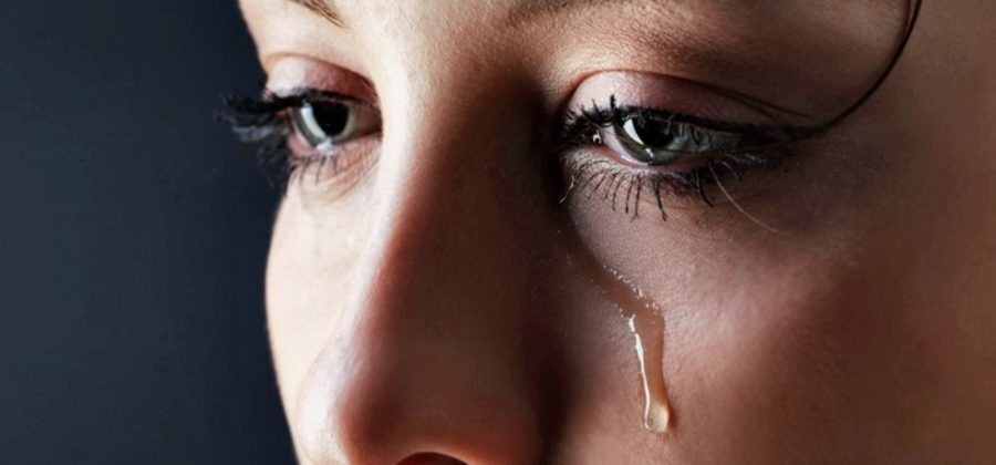 Отекли глаза после слез — как быстро привести себя в порядок