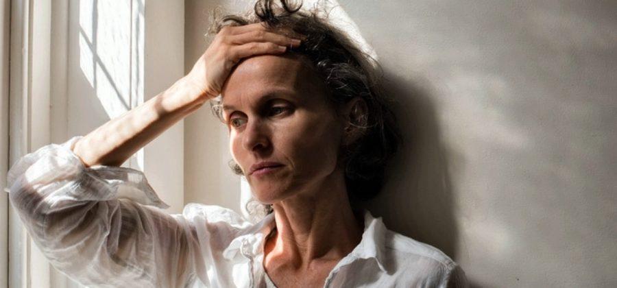 Как понять, что у женщины после 40 – депрессия, и как вылечить